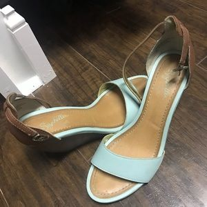Tan/turquoise Wedges